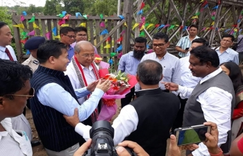 12 Myanmar Delegates (including Chief Minister, Magway Region, MPs from NLD &  USDP, Trade Chamber etc) on way to Imphal for Conference, being warmly welcomed at India- Myanmar Friendship Bridge Tamu- Moreh by Hon. Mr. Biswaji, Minister for Commerce & Industry, Manipur Govt.