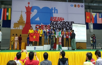 Mr. Nandan Singh Bhaisora, Consul General giving away medals to the winners during Awarding Ceremony of the 20th ASEAN+ Age- Group Chess Championship 2019 in Mandalay.