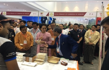 During ASEAN Food Festival, 2019 in Mandalay, H. E. Madam Aung San Suu Kyi visited India stall to taste the rich flavours of Indian cuisine.