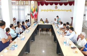 Ambassador visited Commodity Centre, Mandalay - the largest trading centre for pulses in Upper Myanmar and had meeting with the Chairman and members.