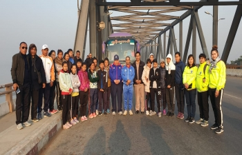 Consul General Mr. Nandan Singh Bhaisora along with officials of Ministry of Health and Sports as well as Mandalay Region Sports Department, welcoming Manipur Women Football Team at Sagaing Bridge. Friendly matches in Pyin Oo Lwin on 30th January and Monywa on 2nd February.